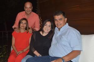 19052018 EN PAREJAS.  Javier, Lorena, Gretchen y Ricardo.