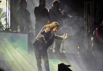 A las 11 de la noche las luces del Estadio Revolución se apagaron para dar inicio al concierto.