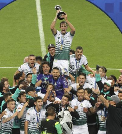 Los Guerreros alzaron el trofeo del Torneo Clausura 2018.