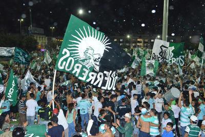 La banderas albiverdes inundaron el centro de Torreón.