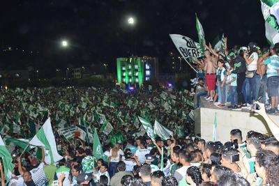 En un ambiente de fiesta se realizó la noche del domingo y madrugada de hoy lunes en la Comarca Lagunera de Coahuila y Durango los festejos por el sexto campeonato de liga obtenido por el equipo Santos Laguna.