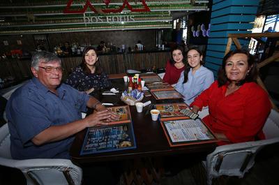 Dr. Antonio Molinar Palma, Lupita Rodarte de Molinar, Laura Molinar Rodarte,  Delia y Fer Durán Rodarte.