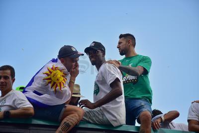 El campeón de goleo, Djaniny Tavares, junto a Jonathan Rodríguez y el arquero Jonathan Orozco.