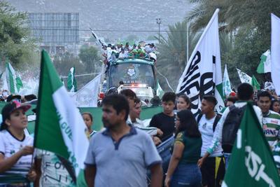 De acuerdo a Protección Civil, en toda la Comarca Lagunera, la asistencia al desfile fue de aproximadamente 500 mil personas.