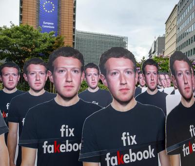 Exigen que la red social prohíba los bots, alerte al público, financie verificadores de datos y someta a una auditoría independiente para revisar noticias falsas.