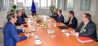 """""""Ha quedado claro en los últimos años que no hemos hecho lo suficiente para evitar que las herramientas que hemos creado se utilicen también para causar daño"""", admitió Zuckerberg ante los líderes de los grupos del Parlamento Europeo (PE), y su presidente, Antonio Tajani."""