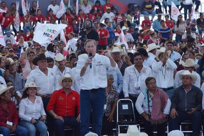 Meade sostuvo un encuentro con campesinos de La Laguna de Coahuila y Durango.