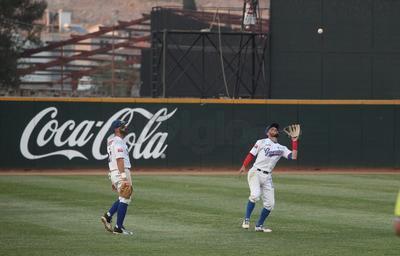 """Con uno fuera, Daniel Núñez pegó sencillo al izquierdo y Jon del Campo se ponchó, pero Jorge """"Chato"""" Vázquez alargó el inning con otro indiscutible."""