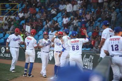 Con un ataque de 27 imparables, incluidos jonrones de Moisés Gutiérrez, Jorge Vázquez y Jon del Campo, Generales de casa masacró 23-5 a Algodoneros de Laguna, al iniciar la última serie en casa, de la primera temporada de LMB.