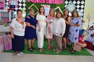 24052018 ESPERA LA LLEGADA DE ELIDA.  Elida Morán Guel con algunas de sus invitadas en su fiesta de canastilla.