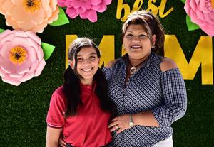 24052018 MUY CONTENTAS.  Sarahí López y Claudia Villegas.