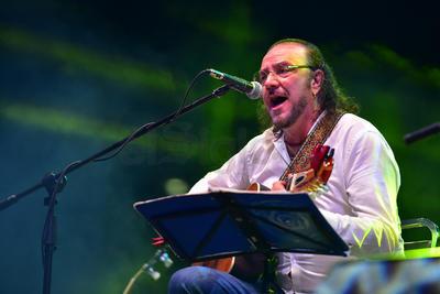 El cantautor mexicano, Fernando Delgadillo, fue el encargado de inaugurar con su trova la edición 2018 del Festival La Calle es de Todos.