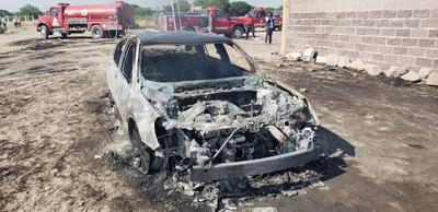 El suceso dejó a su paso una serie de vehículos de carga tipo pipa y un automóvil reducidos en cenizas.
