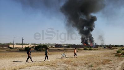 El conato de incendio provenía de un lote en el que estaban alojados algunos vehículos y una pipa cargada con combustible.