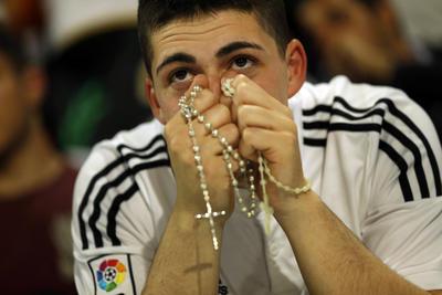 Los aficionados a Real Madrid no contuvieron la emoción del triunfo de su equipo.