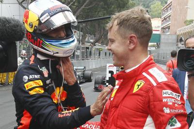 Vettel felicita a Ricciardo tras la carrera.