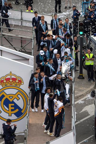 El Real Madrid celebró con la afición.