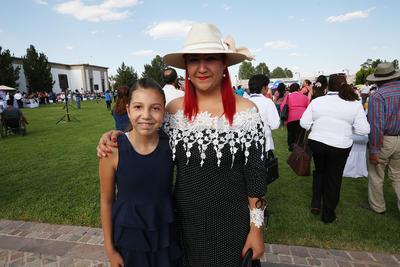 Alejandra Avalos y Danna Jimena.