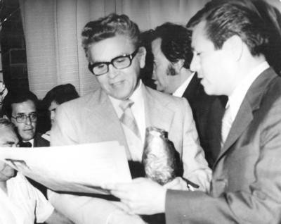 27052018 Dr. Héctor Mayagoitia Dmz. y C.P. Roberto Pérez Escareño en 1974.