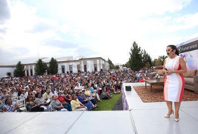 Gaby Pérez Islas abarrotó presentación en Durango