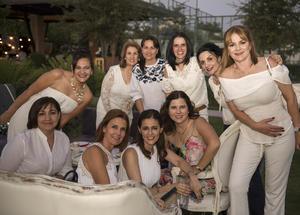 27052018 MUCHAS FELICIDADES.  Alejandra Fernández con sus amigas.