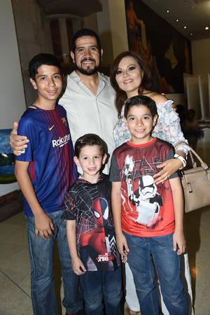 28052018 Carmen Galván, Dr. de la Rosa, Miguel, Carlos e Iker.