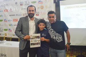 27052018 Lic. Jose Perez Elias, Aníbal Sotelo Enríquez y su entrenador, Profesor Carlos Lira 'Chano'.