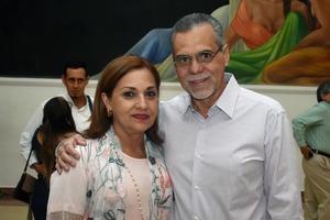 27052018 EN EL TEATRO.  Mayela y Heriberto.