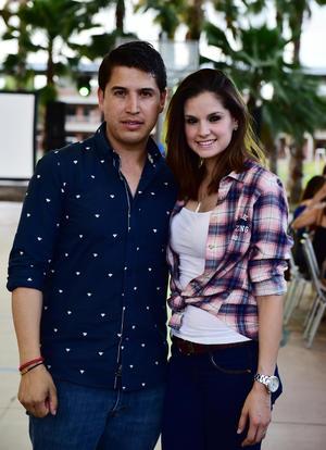 Max y Yadzia