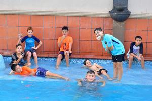 Andres con sus amigos