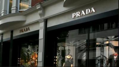 La residencia de Karime Macías de Duarte se encuentra a 40 metros de Sloane Street, una de las principales calles de Londres, por donde se encuentran muchas firmas de moda como Prada, Cartier, Fendi, Chanel, Dior, Louis Vuitton, Versace, entre otras.