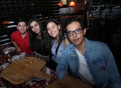 José Manuel, Sofía, Paola y Edgar.