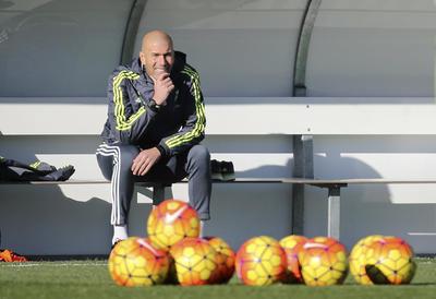 'Zizou' en su primer entrenamiento con el Real Madrid.