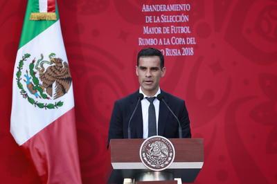 """""""Estamos a punto de vivir el sueño, de vivir un mundial, unos por primera vez, otros en busca de poner el nombre de México en alto"""", dijo el michoacano."""