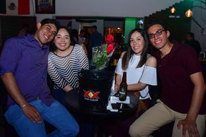 01062018 ENTRE AMIGOS.  Alejandro, Karen, Pily y Miguel.