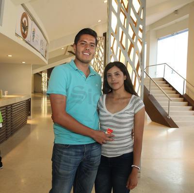 Adrian Jurado y Carolina Campos.