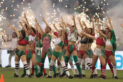 Al son de la música, bailarinas también estuvieron presentes en el Coloso de Santa Úrsula.