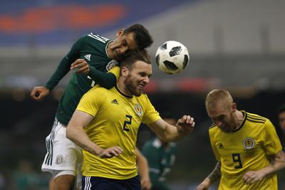 Con 45 minutos por jugar, fue el turno del emblemático capitán, Rafa Márquez de entrar al terreno de juego.