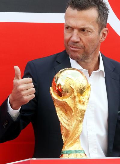 Campeón del Mundo en 1990, Matthaus fue quién recibió a la Copa del Mundo.