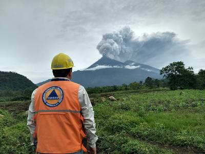 Al menos siete personas fallecidas, 20 heridos y 1.7 millones de afectados ha dejado la erupción del volcán de Fuego, la más violenta de los últimos años, informaron hoy las autoridades de Guatemala.
