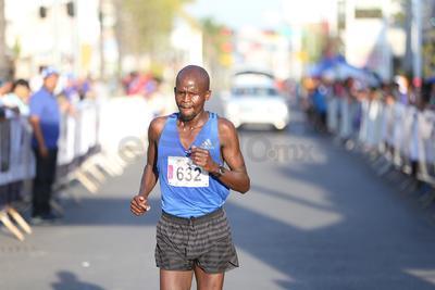 George Kipketer con tiempo de 1 hora 5 minutos y 44 segundos se adjudicó el Medio Maratón.
