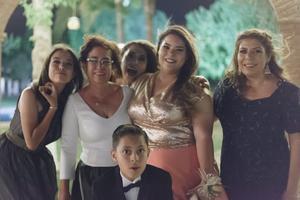 03062018 Claudia Redondo con sus hijas: Claudia y Nellie, Ángeles, Carmen y Javier Villarreal.