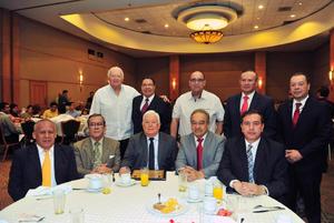 04062018 Jesús G. Sotomayor Garza acompañado de algunos de sus invitados.