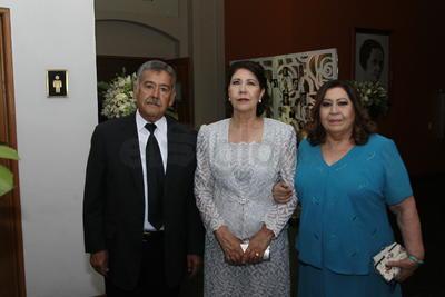 Graciela Luna, Delia Luna y Arturo de la Rosa.