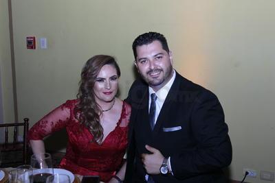 Adriana Santillán  y César García.