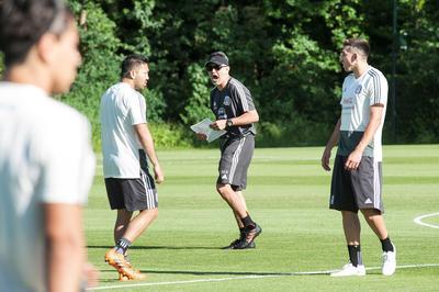 Los convocados por Osorio entrenan para enfrentar a Dinamarca en Copenhague.