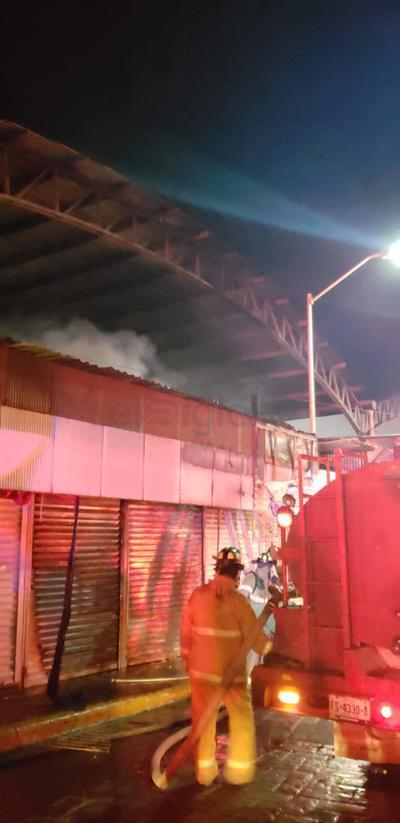 Hasta después de la medianoche, autoridades seguian evaluando los daños provocados por el siniestro, cuyas causas no se habían determinado hasta el momento.