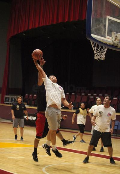 El lunes fue el turno del basquetbol.