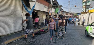 Muy temprano arribaron los comerciantes para atestiguar el peritaje por parte de elementos de la Fiscalía General del Estado.