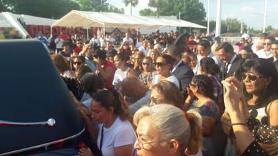 Ciudadanos acudieron a dar el último adiós al exlcalde de Piedras Negras.